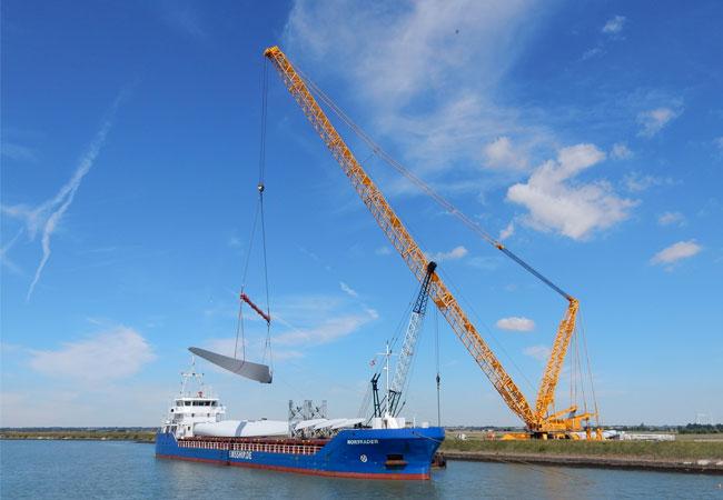 """Windenergieanlagen werden in fünf Partien von """"Nortrader"""" und """"Fehn Caledonia"""" nach Ost-England gebracht / Pressebild"""