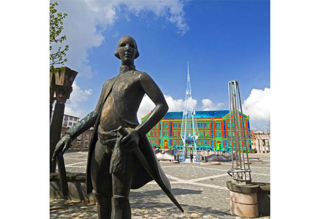Animierte thermographische Aufnahme Rathaus Pirmasens mit Denkmal des Landgrafen Foto: Stadtverwaltung Pirmasens, Martin Seebald Bildrechte: Stadt Pirmasens