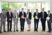 Vertreter der Finalisten und die Jurymitglieder nach der Preisverleihung in der Französischen Botschaft / Pressebild: ©dena