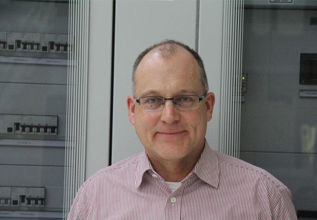 Engagement für mehr Vor-Ort-Strom mit effizienter Energie: Guido Gummert, Geschäftsführer der SOLIDpower (Deutschland) GmbH freut sich über die Beständigkeit der BlueGEN-Technologie. Er geht derzeit verstärkt mit verschiedenen Kooperationspartnern in den Markt – im Wissen, dass die Absatzzahl der BlueGEN-Aggregate ab Jahreswende weiter steigt. / © 2016 Hauke Gabriel