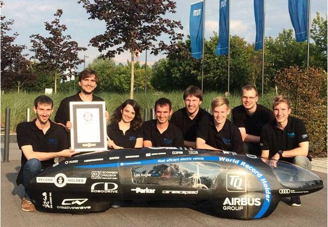 Das TUfast Eco Team mit dem sparsamsten Elektro-Auto der Welt. (Bild: TUfast)