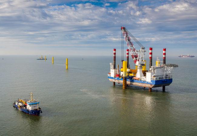 wpd Offshore-Windpark Nordergründe errichtet erste Anlage und gewinnt weiteren Investor