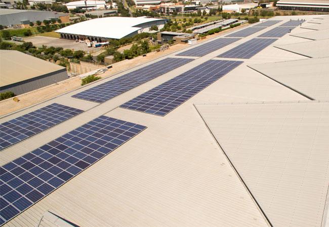 (Bildquelle: Renusol) 756 kWp-Solaranlage auf dem Dach der ABB-Landeszentrale in Südafrika