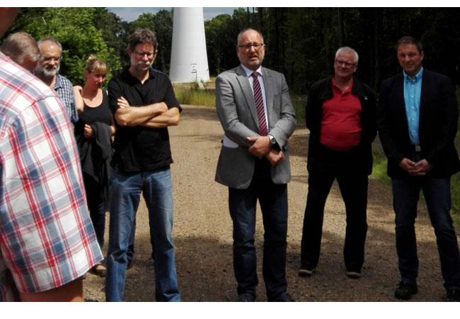Staatssekretär Krämer (Mitte) begrüßt die Gäste. / Pressebild