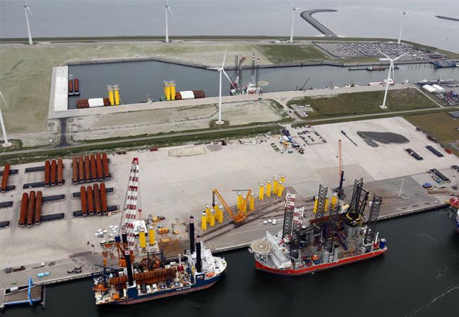 Orange-Blue-Terminals Luftaufnahme der Orange-Blue-Terminals in Eemshaven / Pressebild