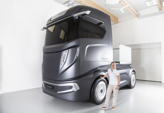 Auf der 66. IAA Nutzfahrzeuge zeigt Bosch ein 40 Tonnen-Smart-Device in Form einer Zugmaschine: Die Konzeptstudie VisionX gibt einen Ausblick auf das Nutzfahrzeug von morgen / Pressebild