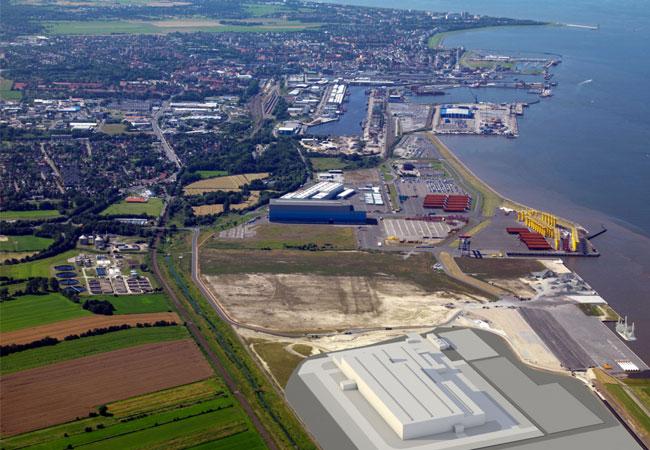 Die Fertigung soll auf einer Fläche von rund 170.00 Quadratmetern – rund 24 Fußballfeldern – direkt am Hafen entstehen. In der ersten Produktionsstätte für Offshore-Windkraftanlagen in Deutschland, die ab Mitte 2017 Betrieb geht, sollen bis zu 1.000 Arbeitsplätze entstehen. / Pressebild: Siemens