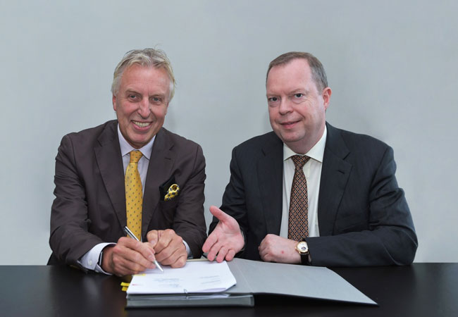 Pressebild: Erich Staake, CEO Duisburger Hafen AG und Peter Terium, CEO innogy SE, bei gemeinsamer Vertragsunterschrift I © innogy SE