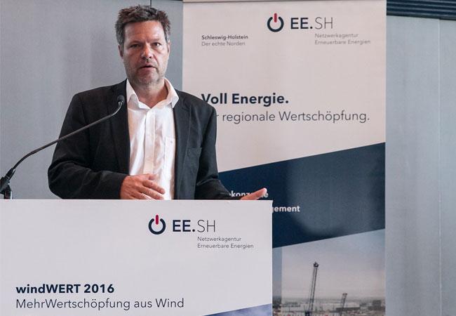 Um das EEG 2017 und weitere Themen ging es bei der Windkraft-Fachkonferenz windWERT, bei der sich auch Energiewendeminister Dr. Robert Habeck zum Thema Bürgerwindparks äußerte. / Pressebild