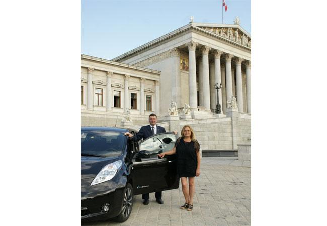 Verkehrsminister Jörg Leichtfried mit Doris Holler-Bruckner, Präsidentin Bundesverband nachhaltige Mobilität / Fotos: Copyright Wolfgang PUCHER/oekonews-