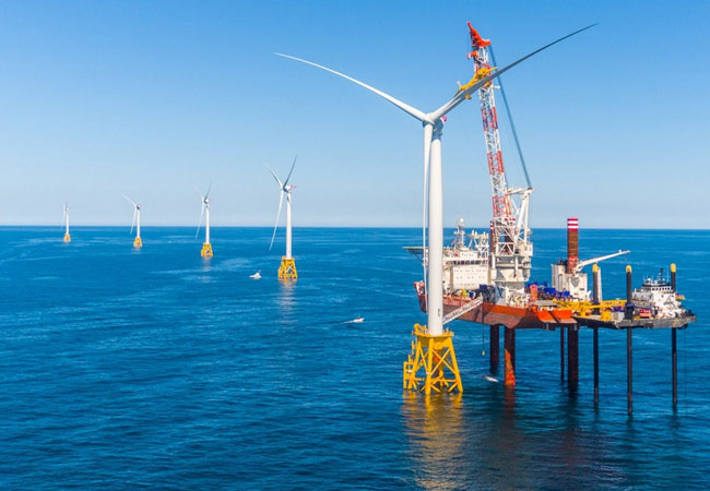 Last turbine on Block Island Wind Farm successfully installed / Photo: GlobalWind
