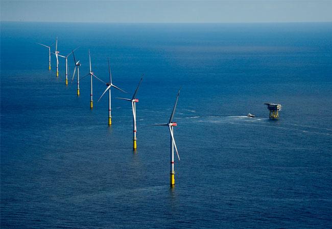 Letzte Windkraftanlage im Offshore-Windpark Gode Wind installiert / Pressebild: DONG Enegy