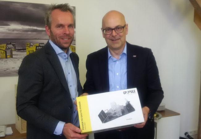 Ministerpräsident Torsten Albig blickt bei GP JOULE in die Zukunft der Energiewende / Pressebild