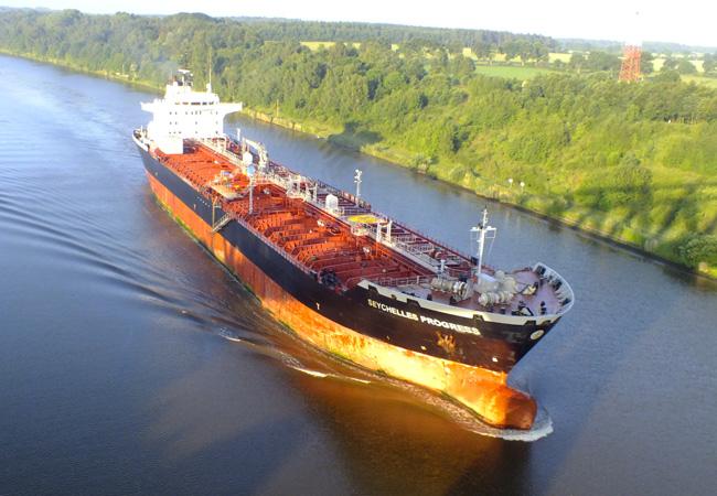 Leerfahrt eines Handelsschiffes / Foto: HB