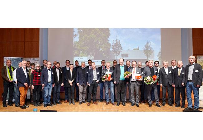 Gruppenbild der Preisträger mit Minister Christian Meyer / Pressebild