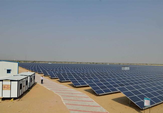 Presssebild: IBC SOLAR unterzeichnet den sechsten EPC-Vertrag in Indien