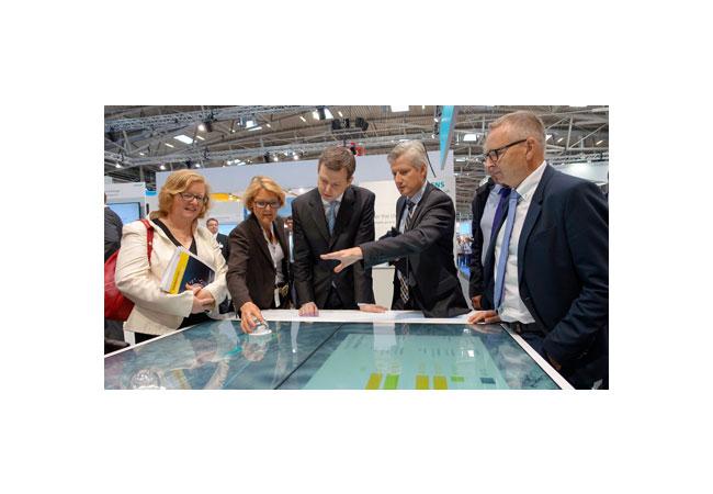 Die Ausbildungsinitiative Energie hat der Parlamentarische Staatssekretär Thomas Silberhorn auf der Messe Intersolar Europe 2016 in München vorgestellt. / Pressebild: BMZ