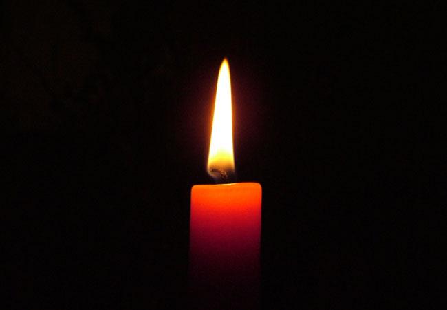 Advent, Advent ein Kerzlein brennt wir haben kein Geld für Strom / Foto: HB
