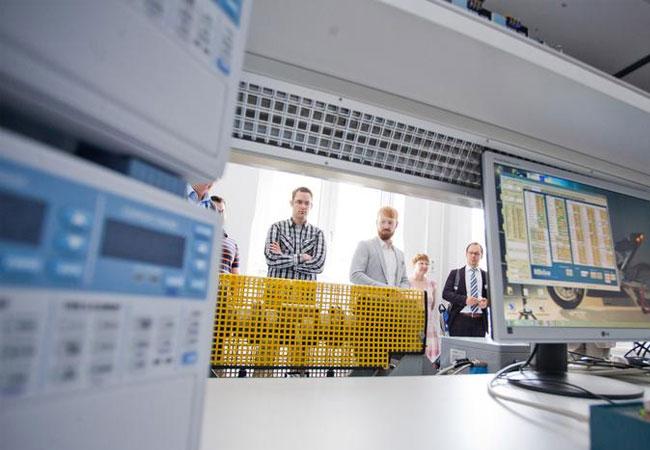 """Laborausstattung im """"Haus der Energie"""" an der h_da / Foto: Christian Heyse"""
