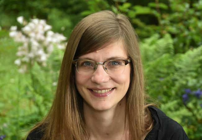 Dr. Maria Backhouse leitet die neue Bioökonomie-Nachwuchsforschungsgruppe an der Universität Jena. Foto: Anne Günther/FSU