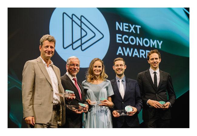 Bürgerwerke-Vorstand Kai Hock (2.v.r.) bei der Verleihung des Next Economy Award in Düsseldorf / Pressebild