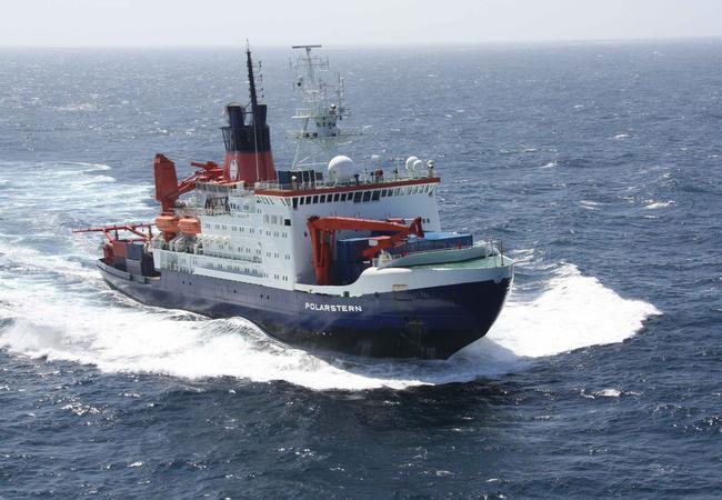 RV Polarstern in the South Atlantic / Photo: Alfred-Wegener-Institut / F. Mehrtens
