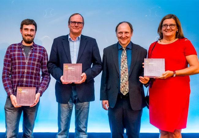Gruppenbild (v.l.n.r.): Nils Gerke, HAW Hamburg; Sönke Siegfriedsen; Norbert Hennchen, Erika Weber, Freqcon GmbH Bild: EEHH
