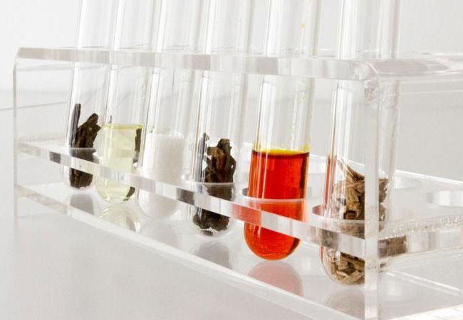 Verschiedene Rohstoffe als Grundbausteine für Kunststoffe. Fraunhofer IGB