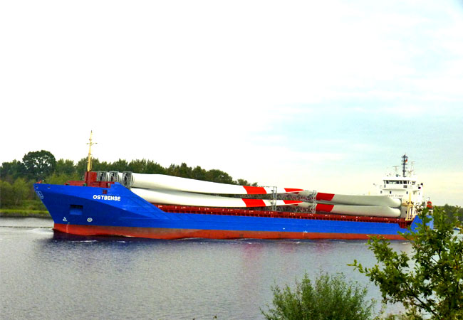 Rittal stellt vom 6. bis 9. September 2016 in Hamburg auf der SMM, der weltweit führenden Messe für die maritime Branche, neuste Schaltschrank- und IT-Lösungen für die Schifffahrtsbranche vor.