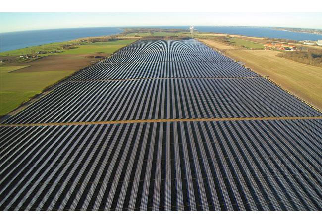 SMA übernimmt Betriebsführung für größten Solarpark in Skandinavien / Pressebild