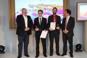 SolarWorld Junior Einstein Award 2016: (v.l.n.r.) Frank Asbeck, Vorstandsvorsitzender SolarWorld AG, die Preisträger Dr. Frank Feldmann und Dr. Udo Römer und der Jury-Vorsitzende Dr. Holger Neuhaus. / © SolarWorld AG/Milton Arias