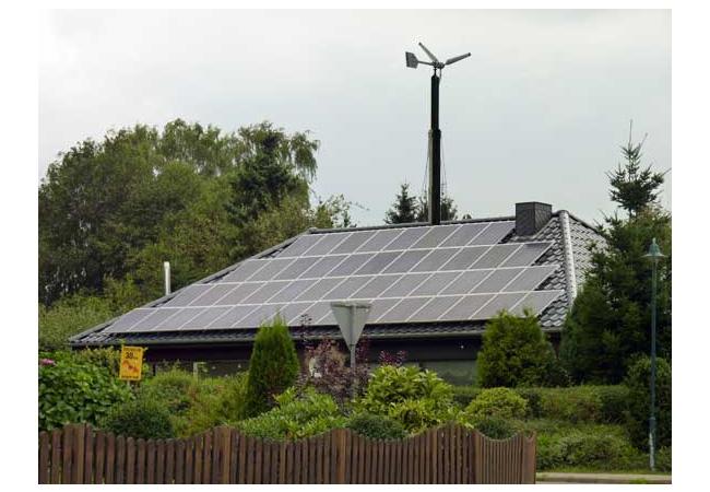 Solar- und Kleinwindanlage machen Menschen unabhängiger / Foto: HB