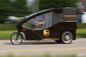 "UPS's ""rolling laboratory"" includes a three-wheel delivery vehicle well suited for narrow streets. / Pressebild: UPS"
