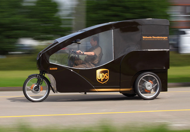 """UPS's """"rolling laboratory"""" includes a three-wheel delivery vehicle well suited for narrow streets. / Pressebild: UPS"""
