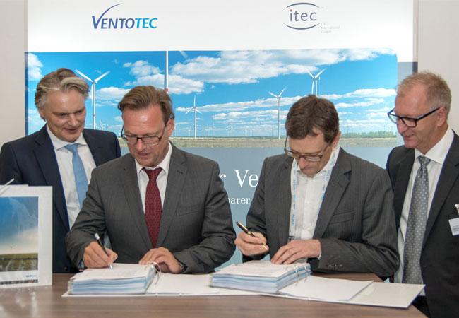 Die beiden Ventotec-Geschäftsführer Helmer Stecker und Ralf Heinen (von links) mit Jan Brockmöller und Hans Joern Rieks, die bei Siemens das Onshore-Wind-Geschäft in der Region EMEA leiten. / Pressebild: Siemens