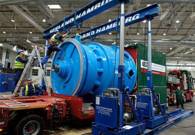 Das größte Windgetriebe der Welt angeliefert / Pressebild: Foto: HMC/Stephan Wallocha