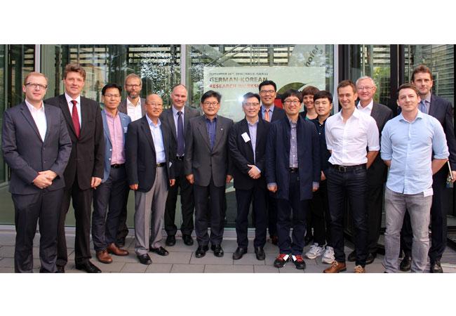 © Foto Fraunhofer CSP Photovoltaik-Experten der Yeungnam University, Hanyang University und des Korea Institutes of Energy Research KIER besuchten das Fraunhofer CSP.