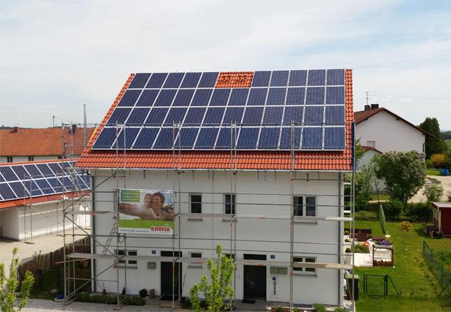 Dezentrale Energieversorgung Mit Photovoltaik, Speicher Und Stromcloud